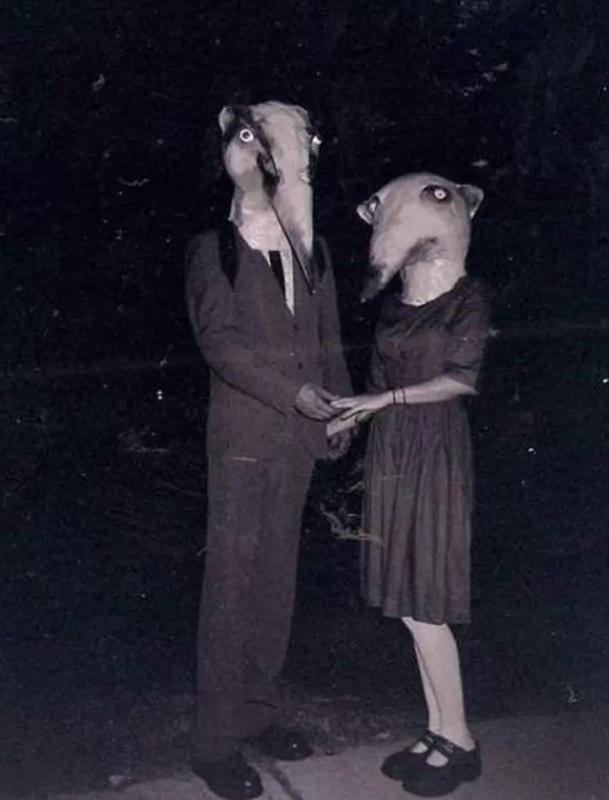 creepy vintage halloween costumes - atchuup (5)