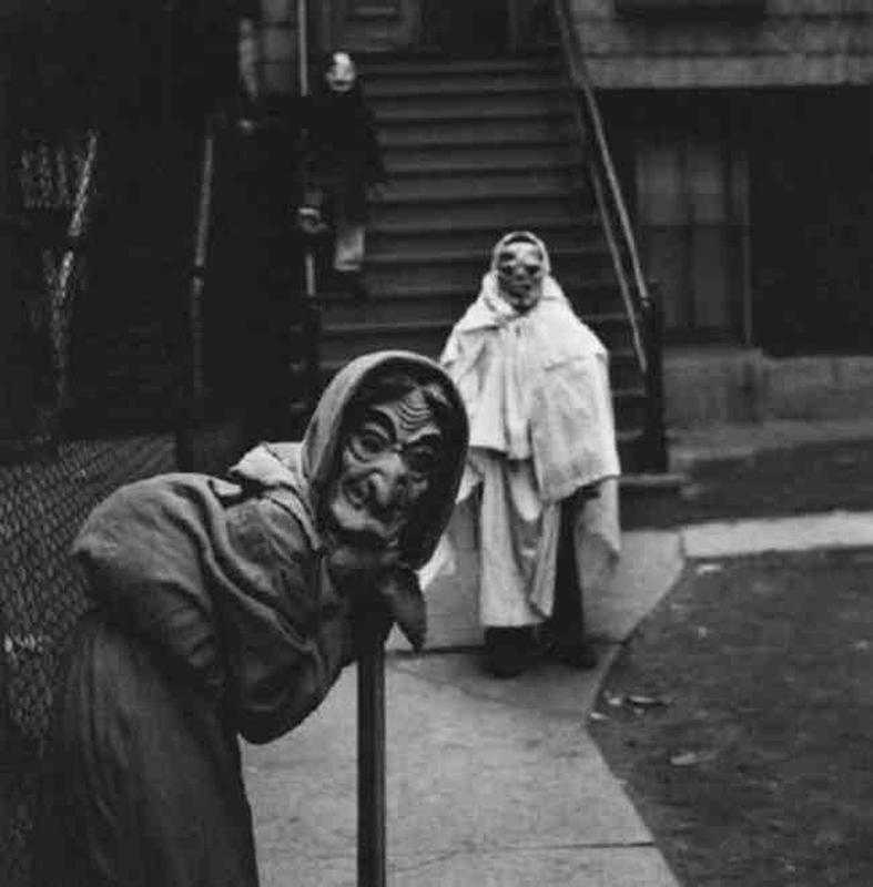 creepy vintage halloween costumes - atchuup (14)