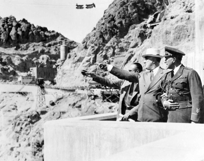 Building the Hoover Dam 23