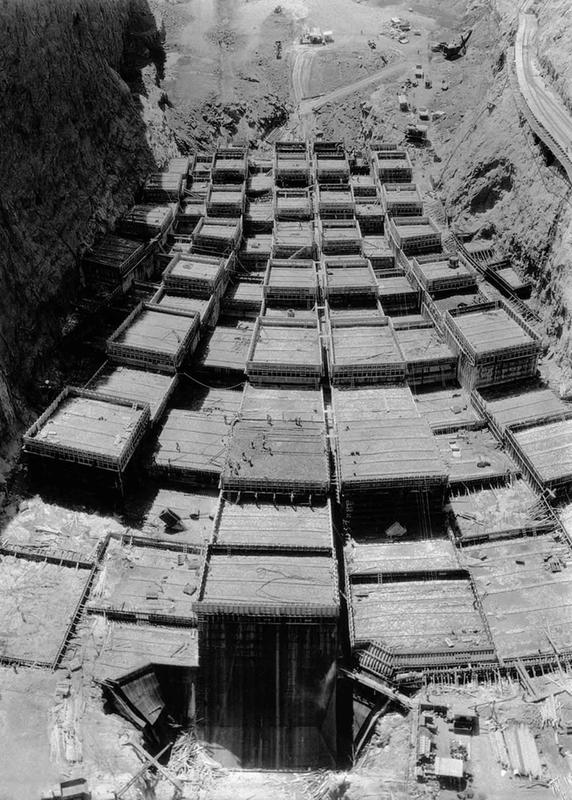 Building the Hoover Dam 9