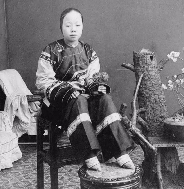 Chinese Women With Bound Feet 3