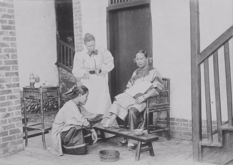 Chinese Women With Bound Feet 1