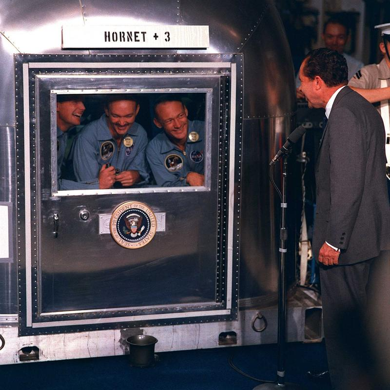 nixon-and-apollo-crew
