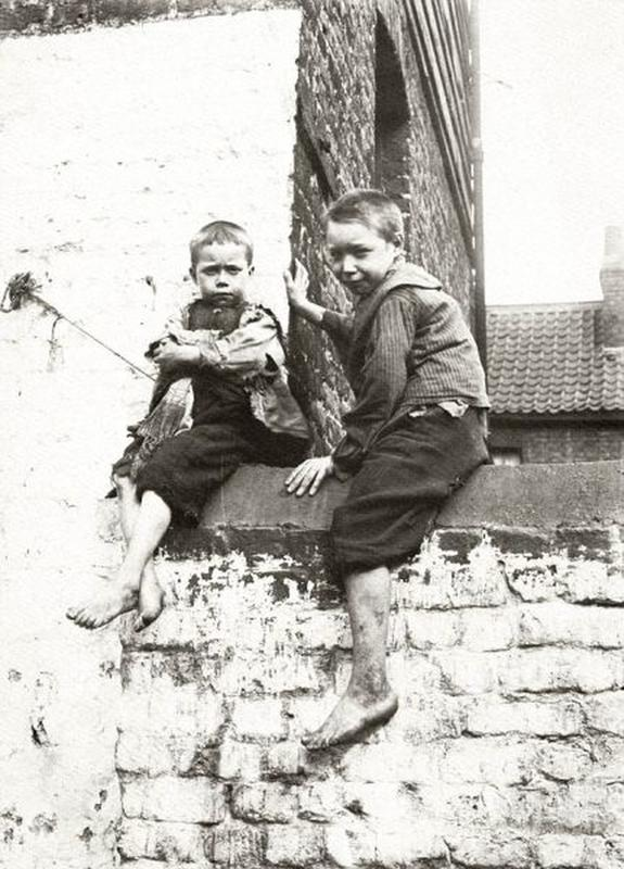 destitute-east-end-children-5