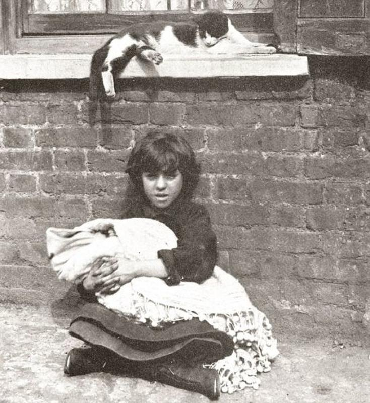 destitute-east-end-children-16
