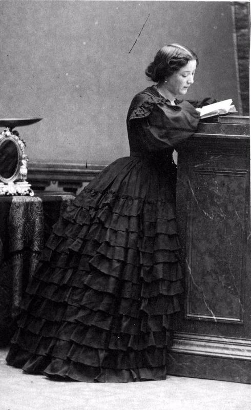 victorian-girls-and-their-books-1