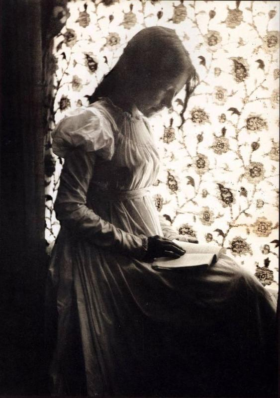 victorian-girls-and-their-books-8