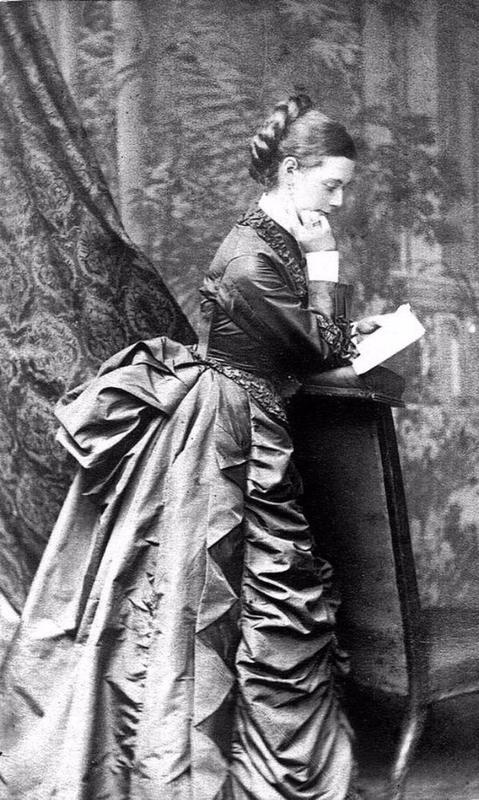 victorian-girls-and-their-books-9