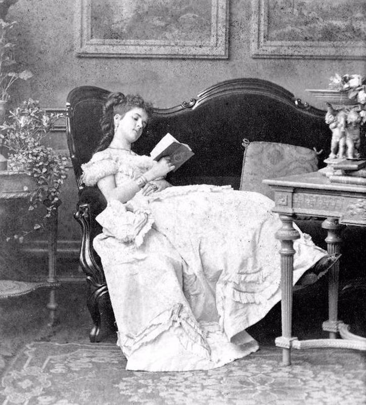 victorian-girls-and-their-books-7