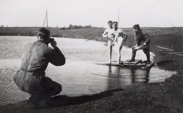 wwii-soldiers-bathing-15