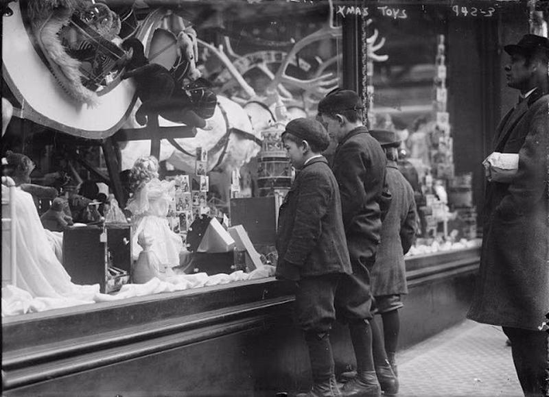 window-shopping-in-1900s-4