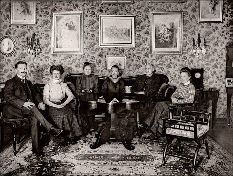 Photos Of People In Their Victorian Edwardian Living Room Over 100 Years Ago History Daily