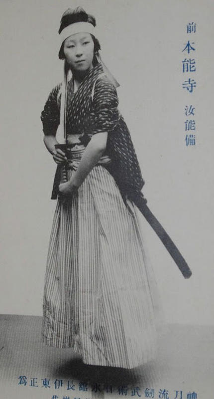 female-samurai-11
