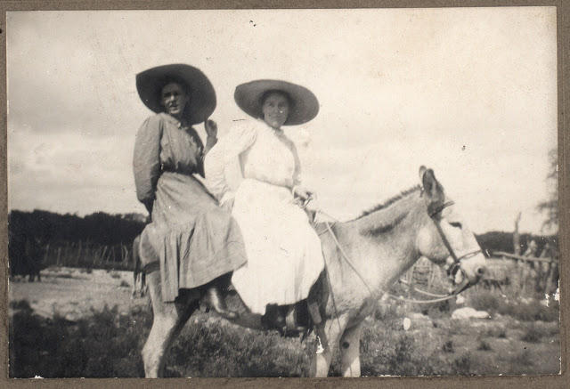 Cowgirls in the early 20th century (20)