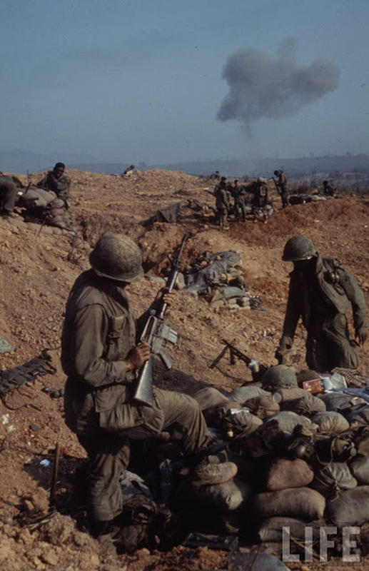 Larry-Burrows-Vietnam-war-photos-51