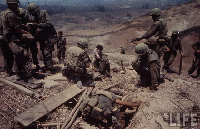 Larry-Burrows-Vietnam-war-photos-20