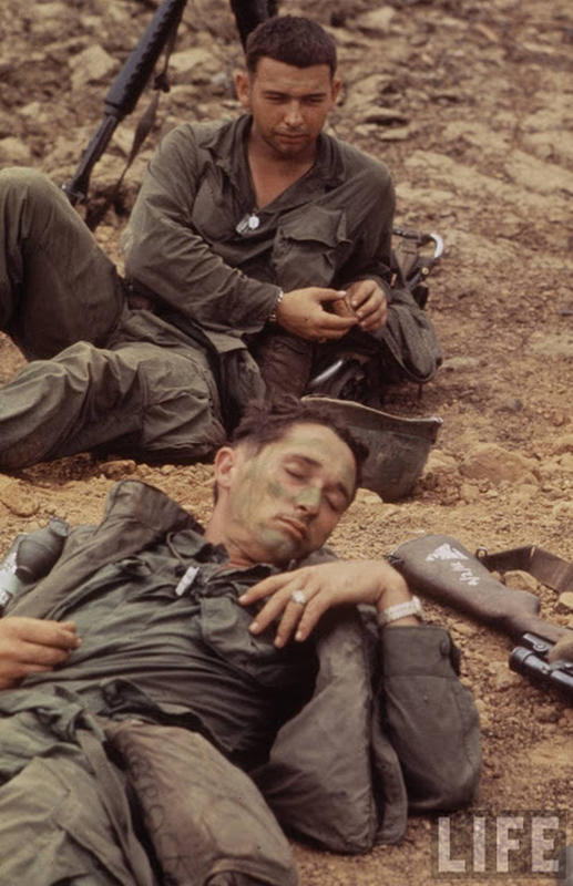 Larry-Burrows-Vietnam-war-photos-40