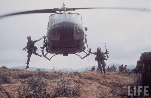 Larry-Burrows-Vietnam-war-photos-36