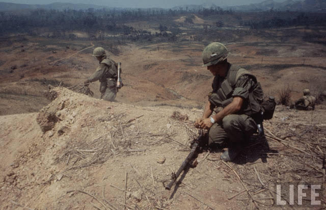 Larry-Burrows-Vietnam-war-photos-34