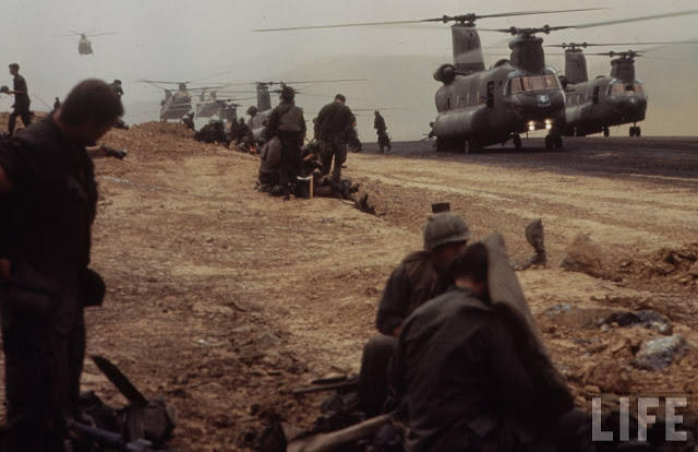 Larry-Burrows-Vietnam-war-photos-50