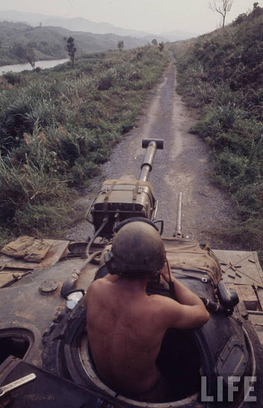 Larry-Burrows-Vietnam-war-photos-18
