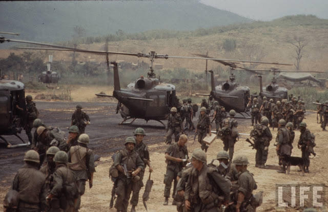 Larry-Burrows-Vietnam-war-photos-41