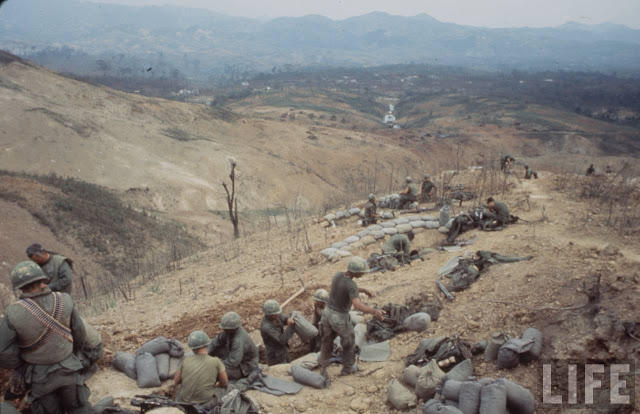 Larry-Burrows-Vietnam-war-photos-27