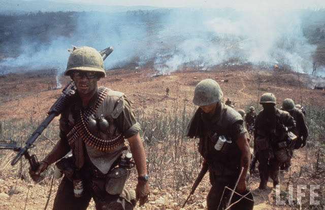 Larry-Burrows-Vietnam-war-photos-5
