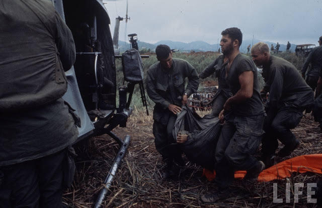 Larry-Burrows-Vietnam-war-photos-9