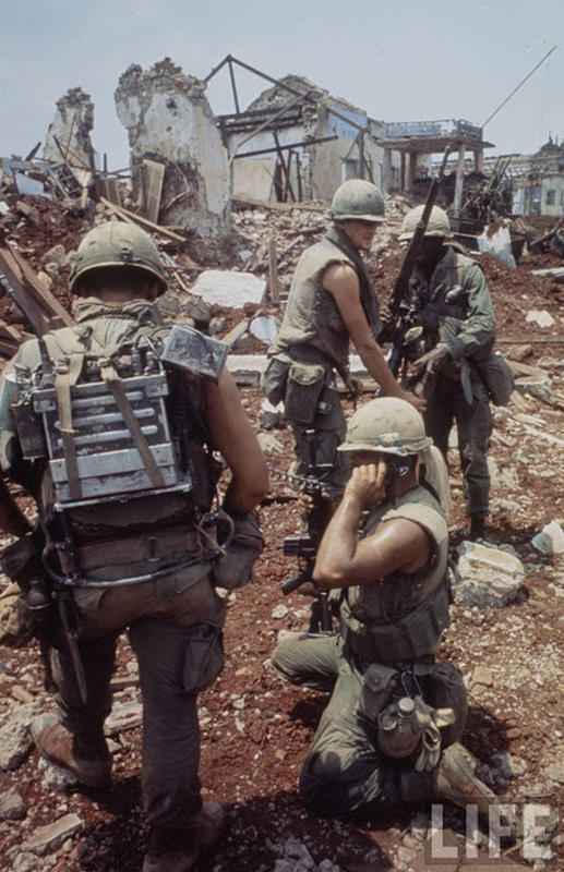 Larry-Burrows-Vietnam-war-photos-2
