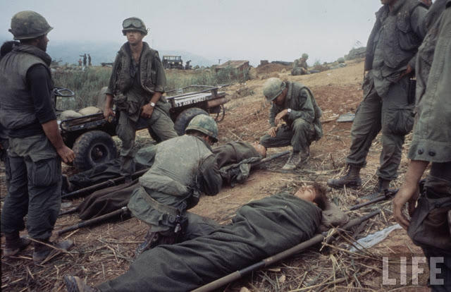 Larry-Burrows-Vietnam-war-photos-54