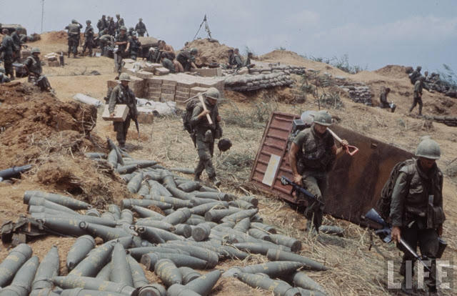 Larry-Burrows-Vietnam-war-photos-55