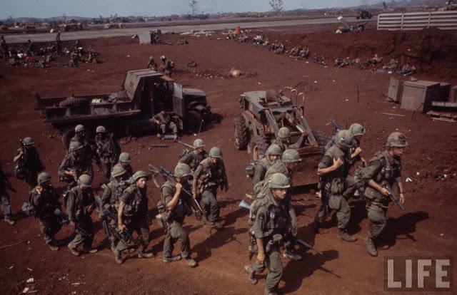 Larry-Burrows-Vietnam-war-photos-49