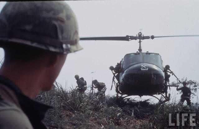 Larry-Burrows-Vietnam-war-photos-35