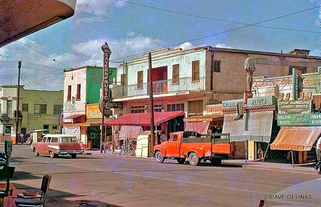 Streets of USA in the 1950s (26)