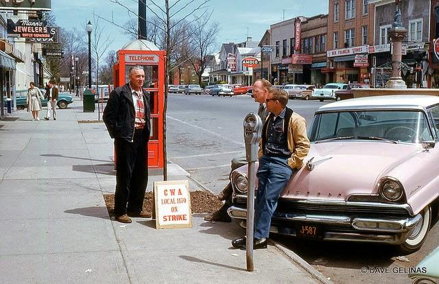 Streets of USA in the 1950s (27)