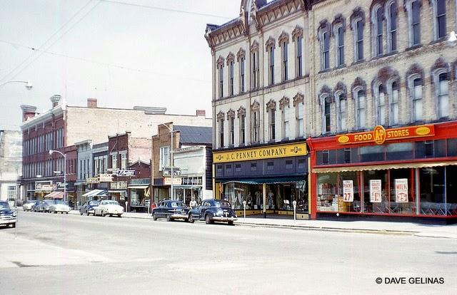 Streets of USA in the 1950s (11)