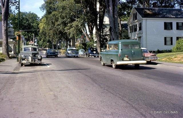Streets of USA in the 1950s (41)