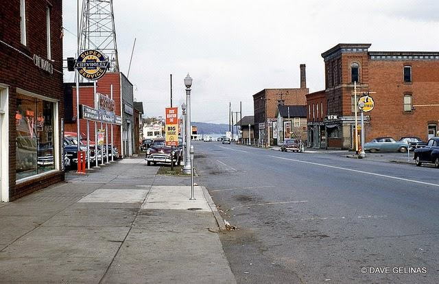 Streets of USA in the 1950s (44)