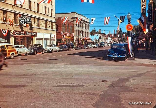 Streets of USA in the 1950s (22)