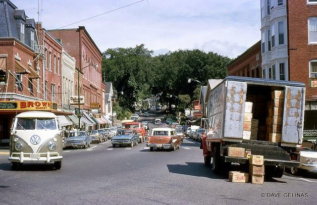 Streets of USA in the 1950s (37)
