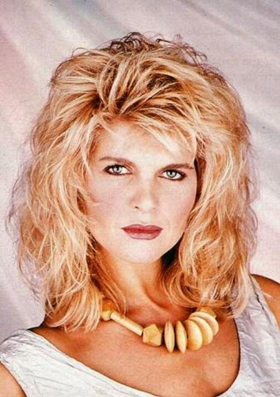 Women Rock Hairstyle in the 1980s (9)