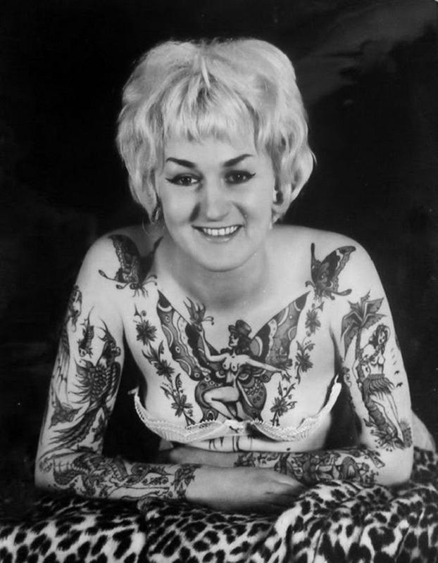 vintage photos - women with tattoos 16