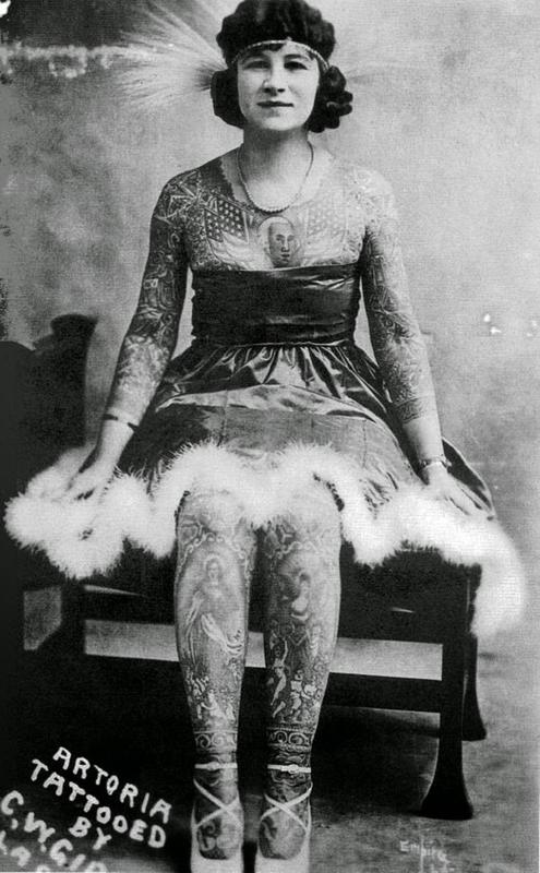 vintage photos - women with tattoos 14