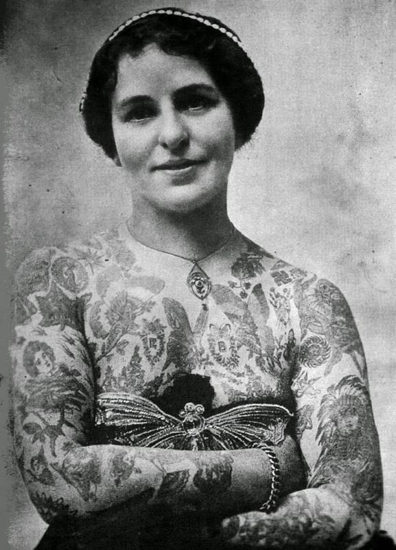 vintage photos - women with tattoos 13