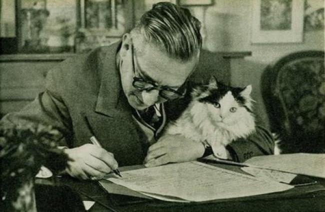 Jean-Paul-Sartre-and-his-cat1