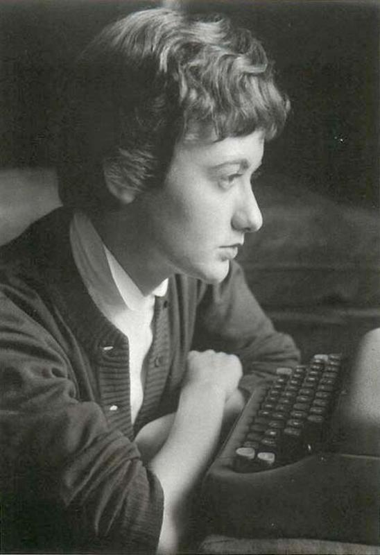 Françoise-Sagan-in-the-1950s-with-her-Smith-Corona-portable-typewriter.