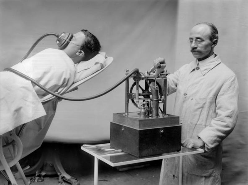 R. Dubois anesthetizing machine . France, on 1913.