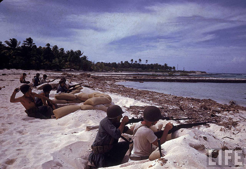 Soldiers-on-Tarawa-23