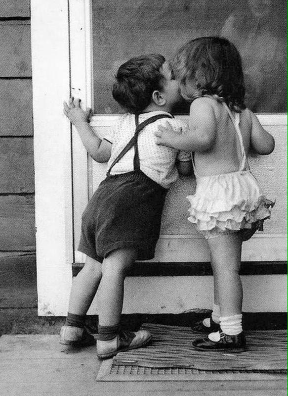 Vintage-First-Kiss-2
